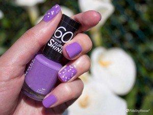 Nail art con base lilla Rimmel e dettagli glitter Kiko Candy Canes
