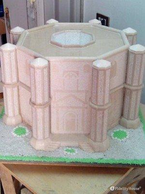 Riproduzione in pietra del Castel del Monte