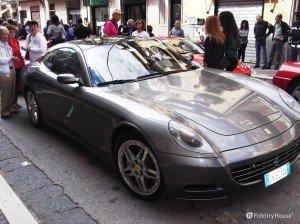 Inedita Ferrari grigia