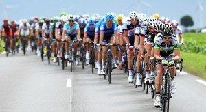 Gruppo di ciclisti in gara