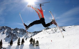Salto acrobatico con gli sci